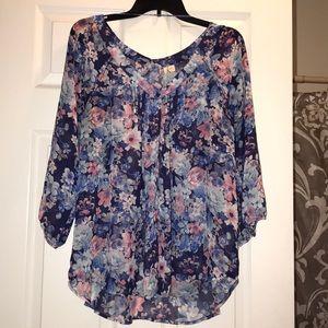 🖤gorgeous flowing LC Floral blouse